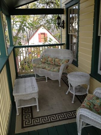 Agustin Inn: Camelot porch