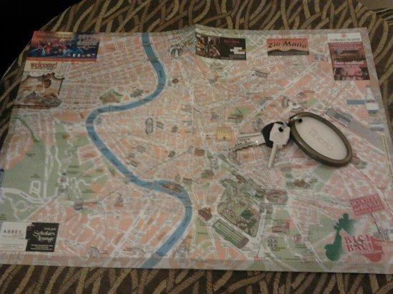 Domus Palatina:                   la cartina di roma e la chiave della camera