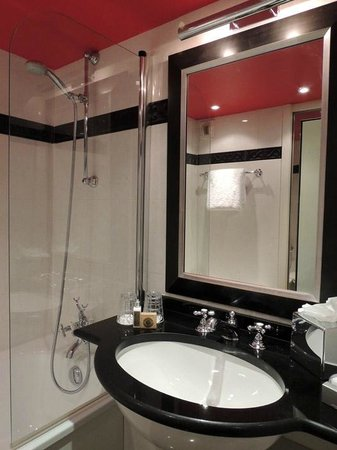 Hotel le Senat: Bathroom