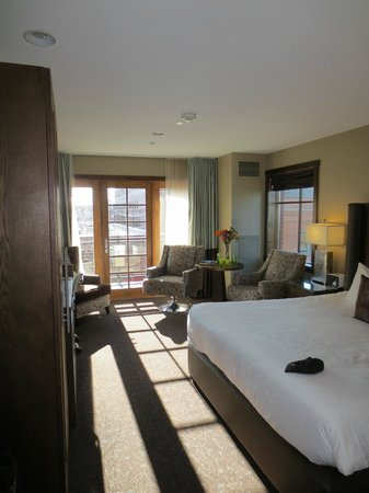 The Oxford Hotel :                   Great room at a reasonable price