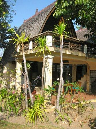 فيلا أومباك هوتل:                                     The hut                                  
