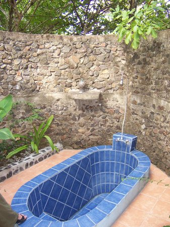 San Simian Eco Lodge:                   Outdoor shower.