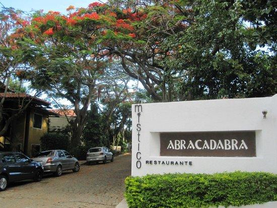 Abracadabra Pousada: Pousada Entrance