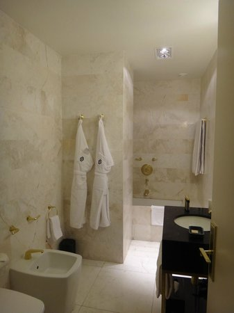 Altis Avenida Hotel:                   Bathroom