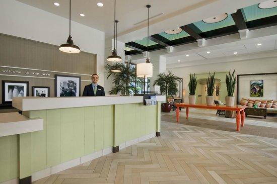 Hampton Inn & Suites San Juan: Welcome to the lobby area!