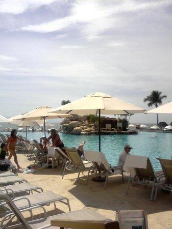 Casa Magna Marriott Puerto Vallarta Resort & Spa: Island bar
