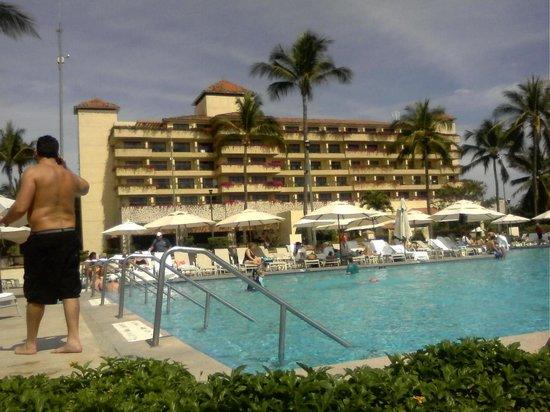 Casa Magna Marriott Puerto Vallarta Resort & Spa: Alway lounges chairs available