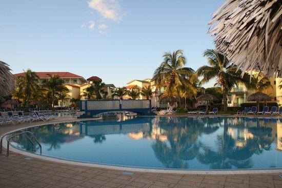 IBEROSTAR Tainos:                                     piscine