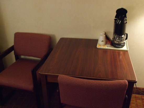 Super 8 by Wyndham Page/Lake Powell: Table in room and coffee maker