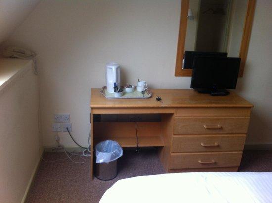 جليندورجال هوتل:                   Room 27                 
