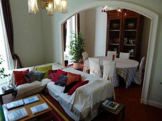cote cour chambre d 39 hotes b b clermont l 39 herault frankrike omd men och prisj mf relse. Black Bedroom Furniture Sets. Home Design Ideas