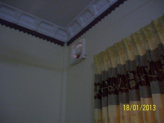 Okay 1 Villa:                   Через этот вентилятор в номер проникают насекомые и запахи...