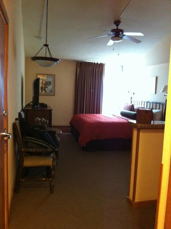 Stonebridge Inn, A Destination Hotel: Entering the room. Room #722