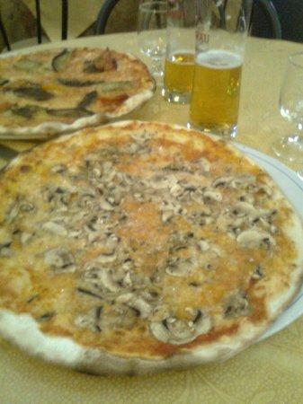 Stella Marina :                   pizza!