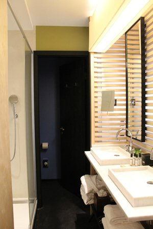 Hotel du Ministere :                   Bathroom