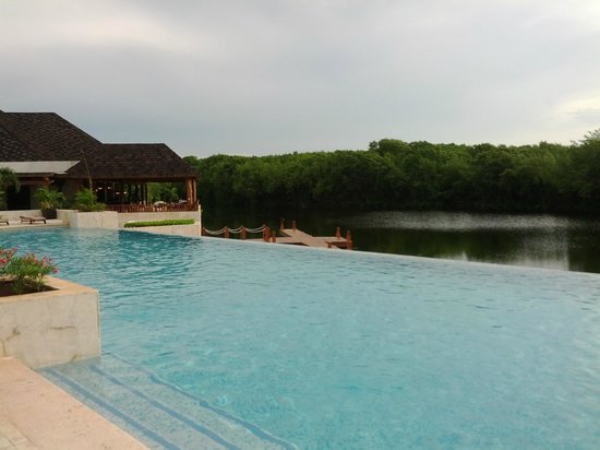Fairmont Mayakoba: Adult-Only infinity pool