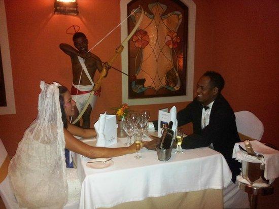 Grand Bahia Principe La Romana:                                     Une partie de l'équipe d'animation faisant une surprise  le