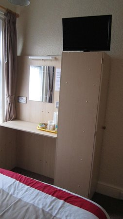 Hawkes Hotel :                   Dressing table area