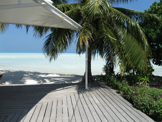 Cinnamon Hakuraa Huraa Maldives:                   View of the beach from reception