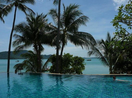 Panwa Boutique Beach Resort:                   The pool with view over the bay