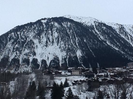 ESF Courchevel 1850:                                     montagne vue des oeufs qui montent à 1850