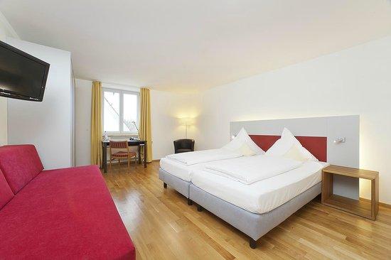 Akzent Hotel Brauerei Hirsch: Großes Doppelzimmer mit Sofa
