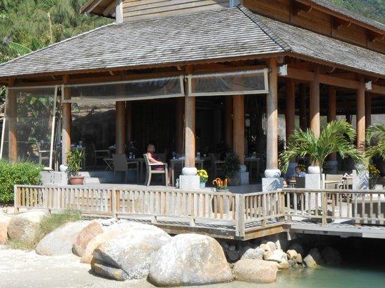 L'Alyana Ninh Van Bay:                   restaurant