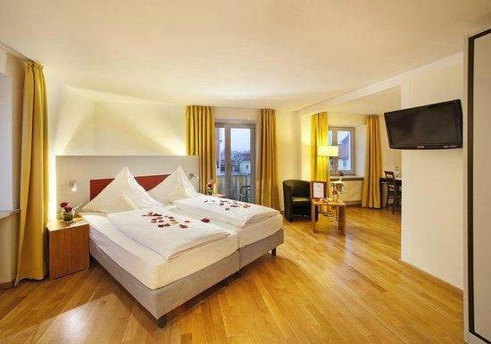 """Akzent Hotel Brauerei Hirsch: Goßes Doppelzimmer """"Romantika"""" (Hochzeitszimmer)"""