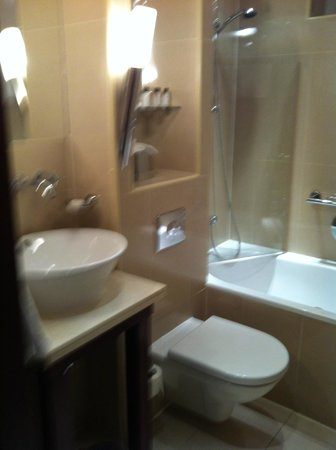 Daphne Hotel:                   Modern Batthroom