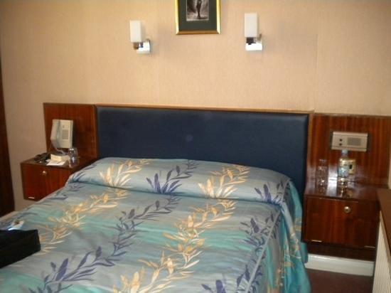 Mitre House Hotel:                   letto