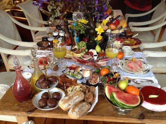 Breitner House:                   Royal breakfast!