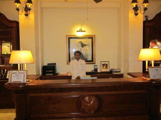Settha Palace Hotel:                   Receptionen med alltid trevlig och positiv personal