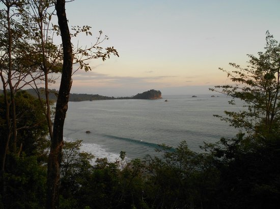 Arenas del Mar Beachfront & Rainforest Resort:                   Sunrise