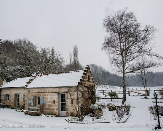 Domaine de Montaigu: Domaine and the snow