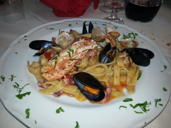 Le Bonta del Capo:                                     scialatielli ai frutti di mare