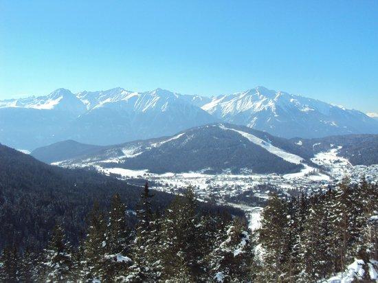 My Mountain Lodge:                   vue de Seefeld depuis les pistes
