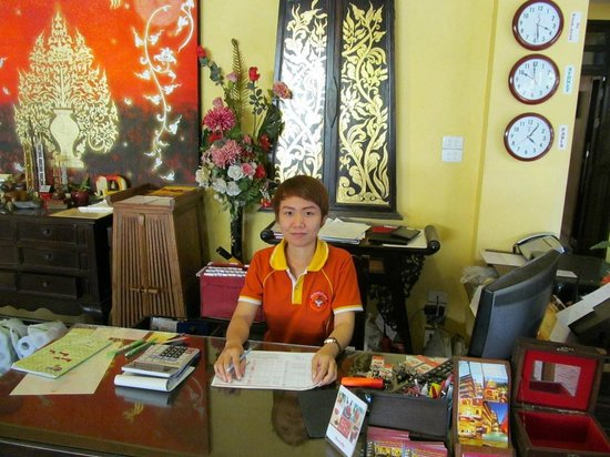 Chiang Mai Thai House: Reception desk - very helpful