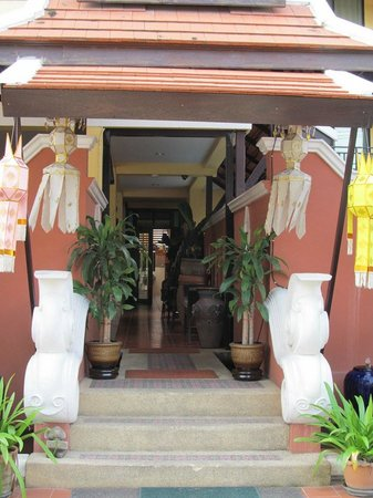 Chiang Mai Thai House: entrance