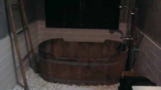 Sunset Cove Resort:                   bathroom tub