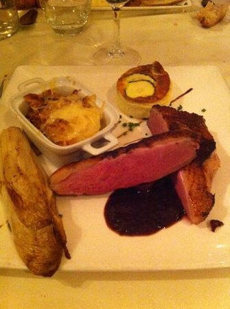 Le Lion d'Or: magret de canard aux fruits rouges