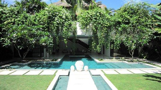 Nyaman Villas: La piscine