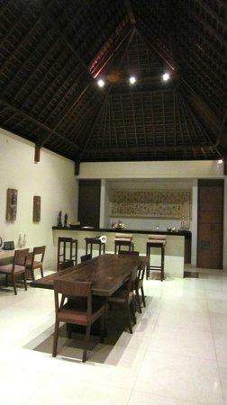 Nyaman Villas: Espace repas