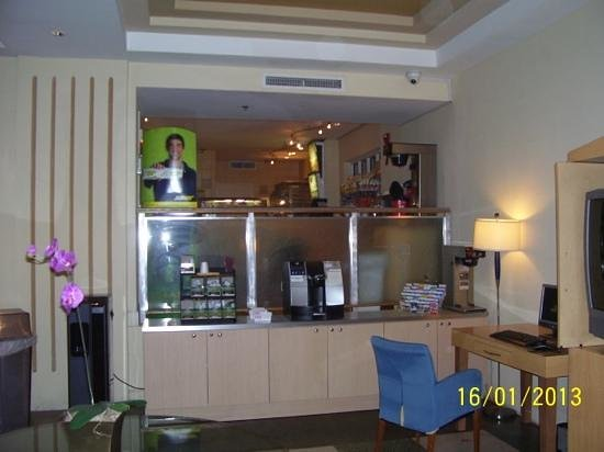 Ocean Spray Hotel:                   subway cafe in check-in area