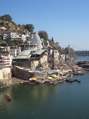 Omkareshwar, Hindistan:                                     View of the Hindu Temple-Shri Omkar Mandhata