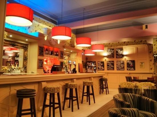 Herriots Hotel: the bar