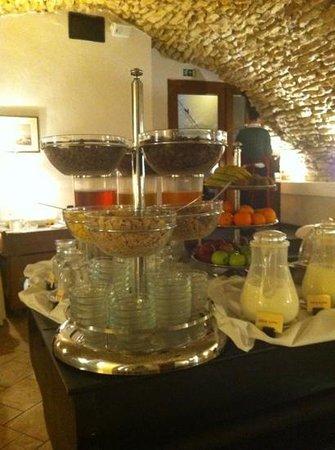 Hotel Leonardo Prague:                   Lovely breakfast room