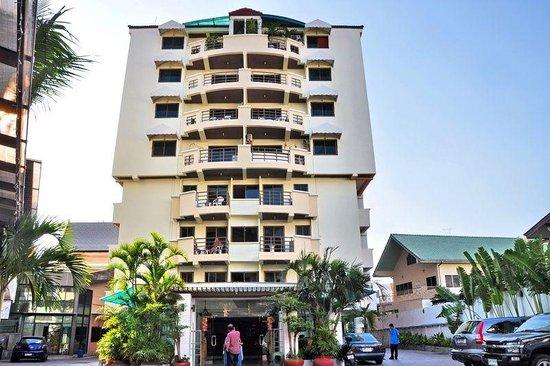 Tanawit Condotel:                   Hovedindgangen på Tanawit