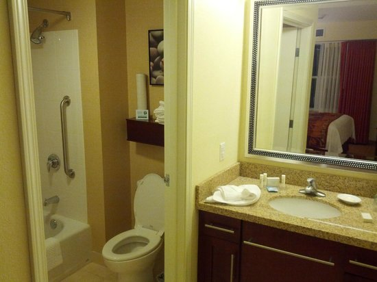 Residence Inn Burlington Colchester: 2nd bathroom