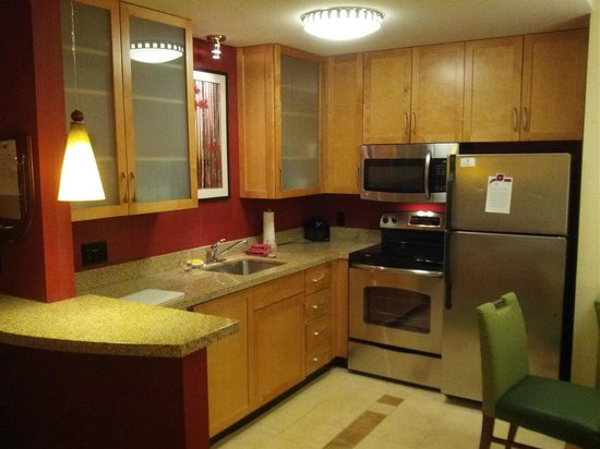 Residence Inn Burlington Colchester: Kitchen