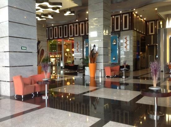 Hotel Riu Plaza Guadalajara:                   lobby